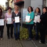 Gruppe von Frauen mit Zertifikaten